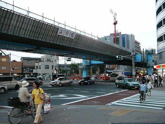 たつみ橋交差点(8月)