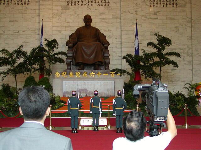 昔の蒋介石像