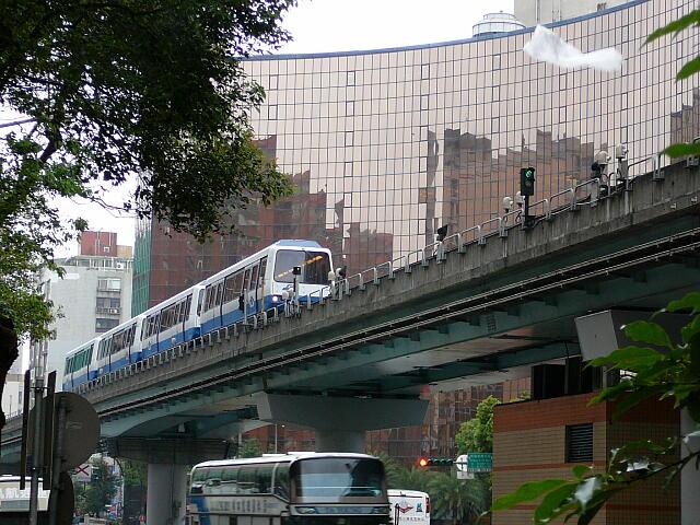 MRT中山国中駅付近