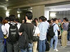 渋谷駅で撮影をする人たち