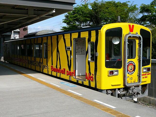 タイガース仕様の列車
