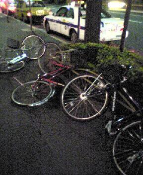 なぎ倒された自転車