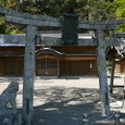駅のそばの神社