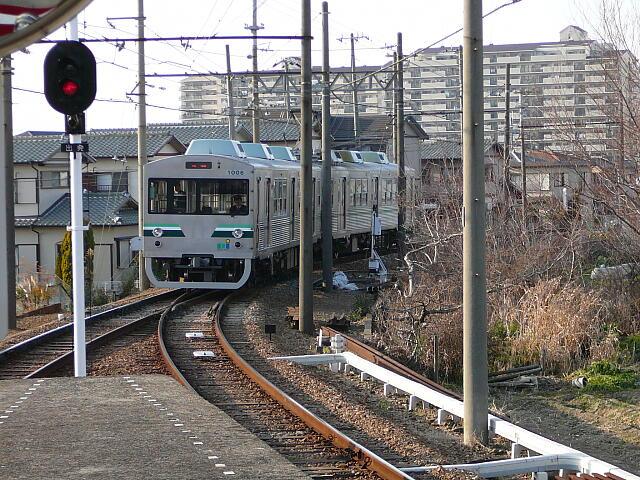 対向列車到着