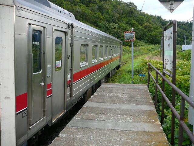 朱文別駅に列車到着